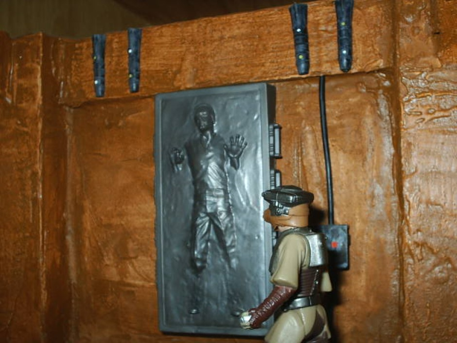 Diorama han in carbonite coscomomo - Han solo carbonite wall art ...